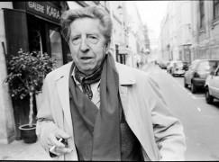 Henri Dutilleux rue saint Louis en l' isle , près de chez lui, en 1995