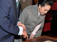 Chinese President's wife goes home with Mozart facsimile