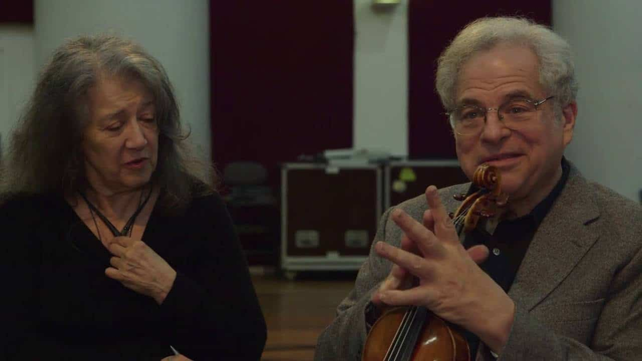 Itzhak Perlman shares his prize with Yiddish Book Center