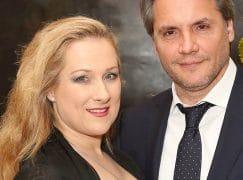 In LA, a singing couple comes unstuck
