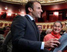 President Macron drops in on Carmen